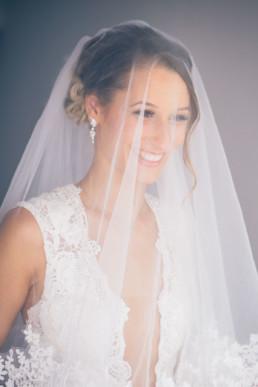 3-Brautstyling-Frankfurt-Brautmakeup-Brautfrisur-Makeupartist-Braut-Hochzeit-Visagistin-Mobiler-Brautservice