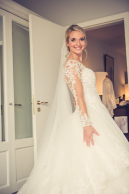 92-Brautstyling-Frankfurt-Brautmakeup-Brautfrisur-Makeupartist-Braut-Hochzeit-Visagistin-Mobiler-Brautservice